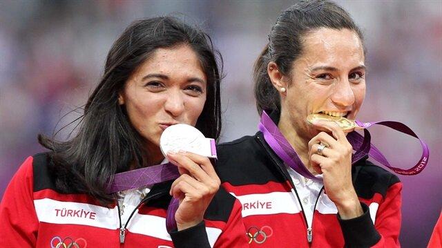 IAFF, Gamze Bulut'un (solda) derecelerini iptal ettiğini ve 2020 yılına kadar yarışlardan men ettiğini açıkladı.