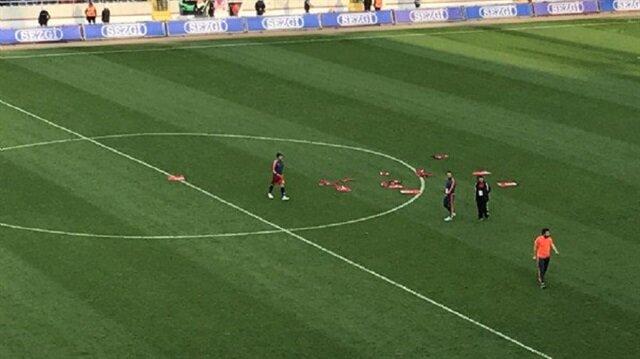 Mersinli futbolcular formalarını sahaya bıraktı
