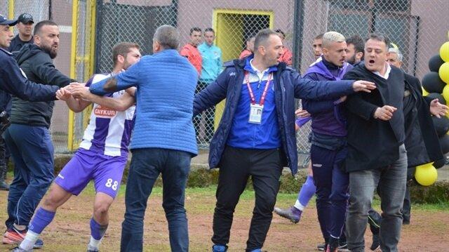 Kulüp başkanı futbolcuyu yumrukladı