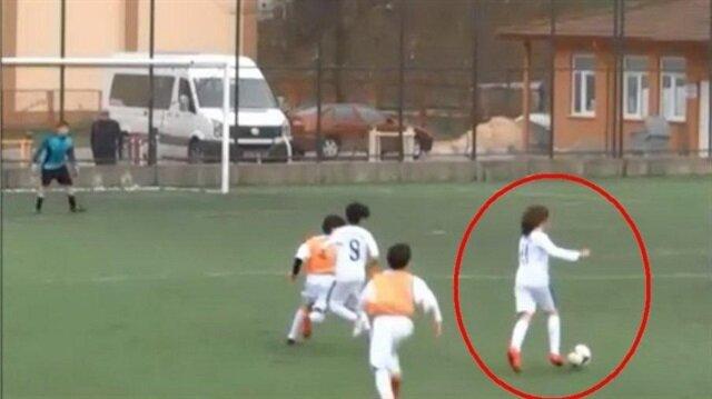 13 yaşındaki futbolcunun buz gibi golünü yedi