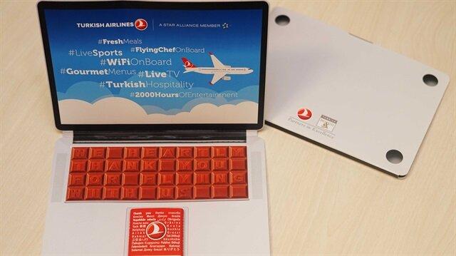 THY'den 'laptop' şeklinde çikolata ikramı
