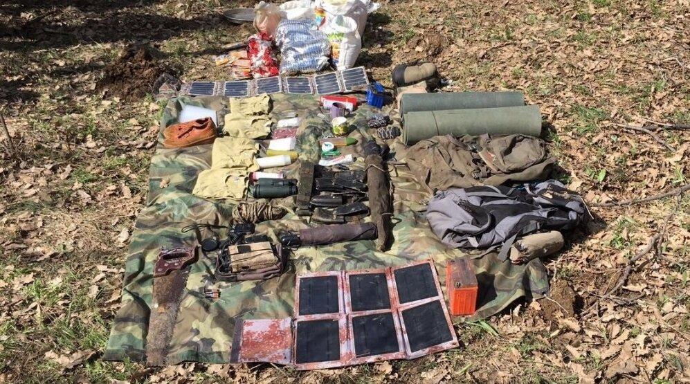Operasyonda örgüte ait çok sayıda silah ve malzeme de ele geçirildi.