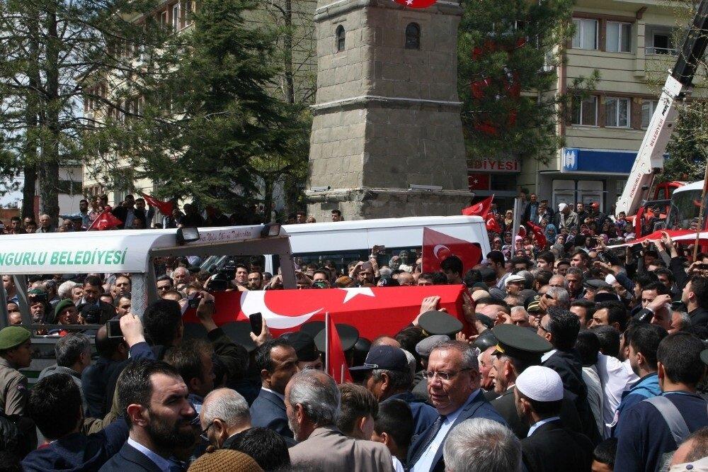 Şehit Astsubay Yavuz Selim Karaman'ın cenazesi de memleketi Çorum'un Sungurlu ilçesinde toprağa verildi.