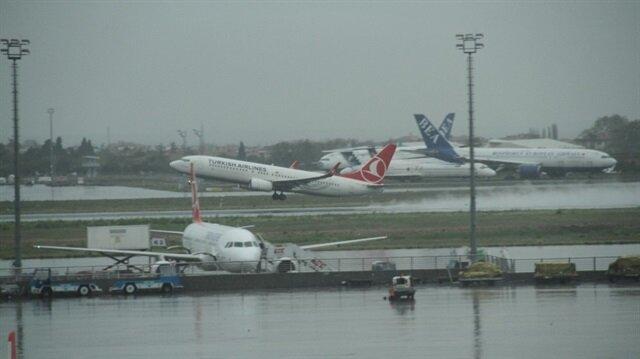 İstanbul'da hava trafiğine yağış engeli