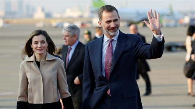 Spain's King Felipe (R) and Queen Letizia (L).