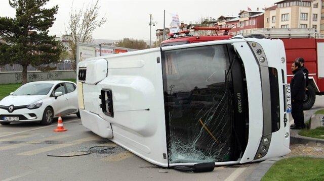 Sivas'ta askeri midibüs devrildi