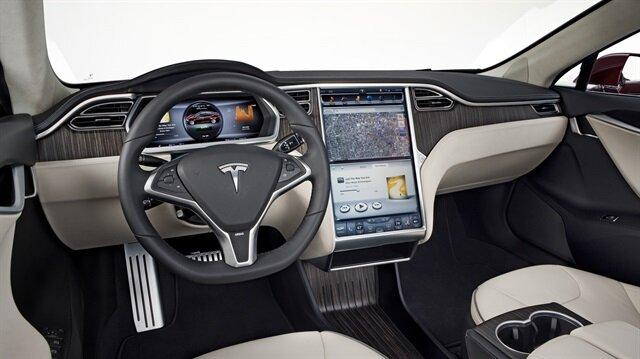 Tesla araçlarını geri çağırıyor.