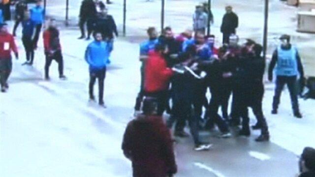 Başakşehirli futbolcular muhabire saldırdı