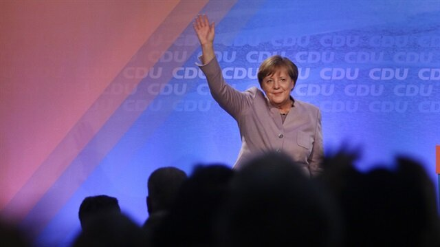Merkel'den 'çifte vatandaşlığa' destek