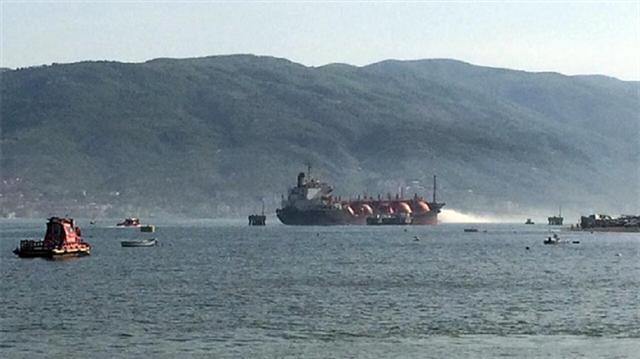 اشتعال حريق بناقلة بحرية تركية تقلّ شحنة نفط وغاز سائل