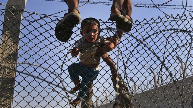 Macaristan Sırbistan sınırına ikinci tel örgüyü çekti