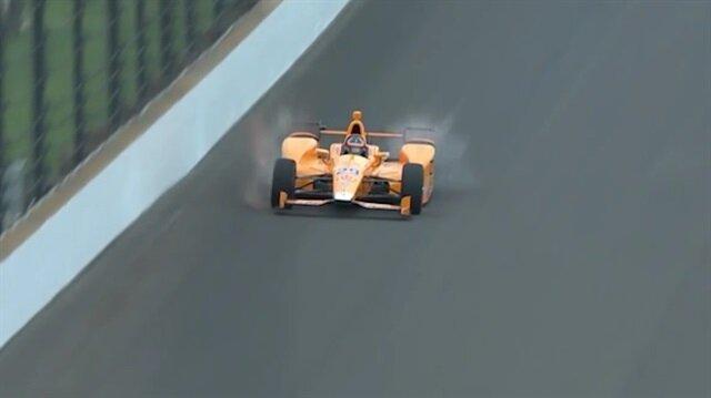 Formula 1'de araca çarpan iki kuş paramparça oldu