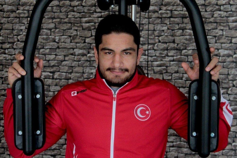 Taha Akgül, güreş sporunun en iyisi olmak istediğini ve bunun için çalışmaya devam ettiğini söyledi.