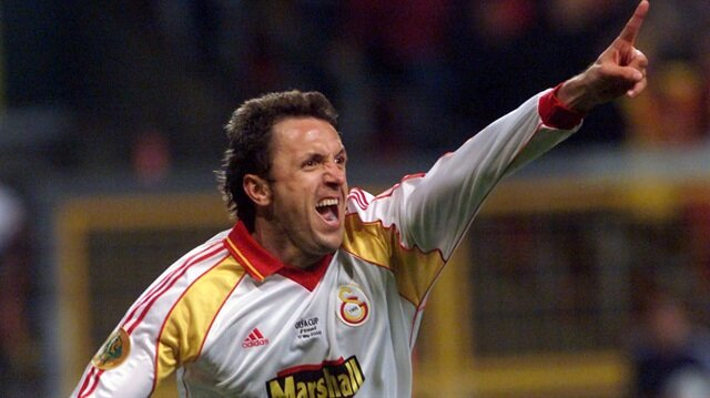 Galatasaray, Popescu'nun son penaltısıyla UEFA Kupası finalinde Arsenal'i mağlup etmiş ve kupanın sahibi olmuştu.