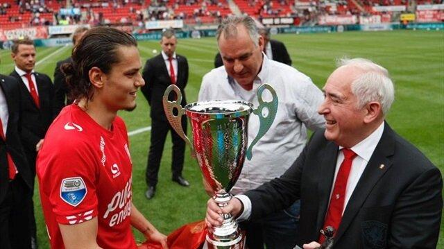 Twente'de sezonun futbolcusu seçilen Enes Ünal, milli takımımızın da geleceği olarak gösteriliyor.