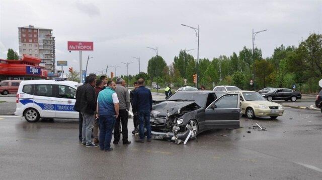 Yerel Haber: Sivas'ta meydana gelen trafik kazasında 4 kişi yaralandı. 