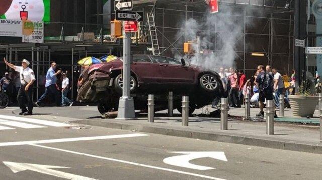 New York'ta araç yayalara çarptı.