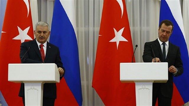 Binali Yıldırım and Dmitry Medvedev.