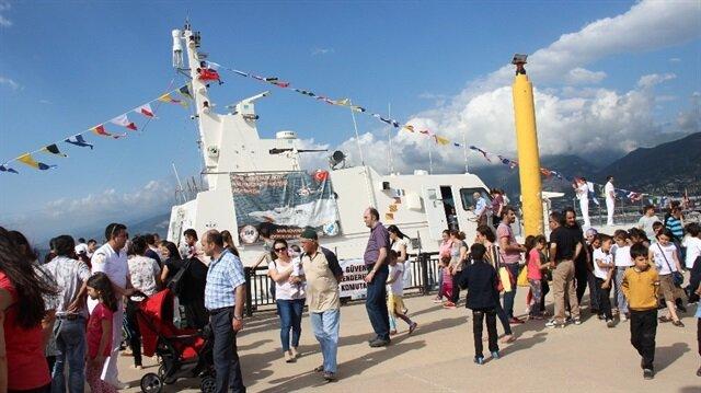 Yerli üretim Sahil Güvenlik gemisine vatandaşlardan yoğun ilgi
