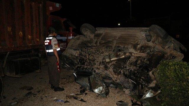 Adana Haber: Adana'da, direksiyon hakimiyeti kaybeden otomobil park halindeki kamyona çarparak durabildi. 1'i ağır 5 kişi yaralandı.