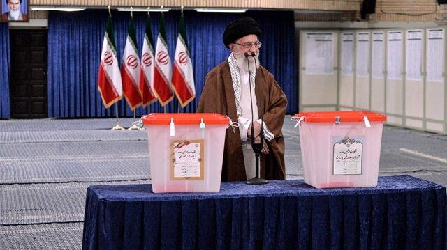 İran'da halk sandığa gitti