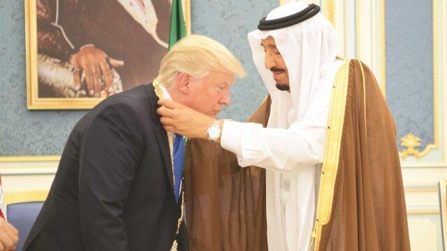 Kendi Riyad'da aklı ABD'de