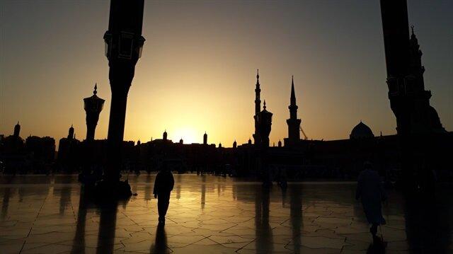 Şair Nabi'nin Peygamber sevgisi Medine minarelerinde