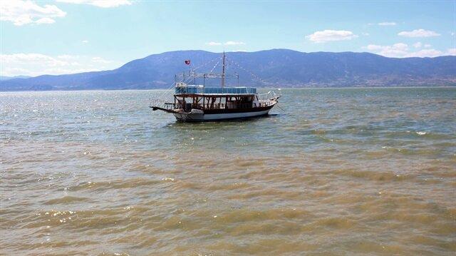 Burdur Gölü'nde 'alg patlaması' sonucu gölün rengi değişti.