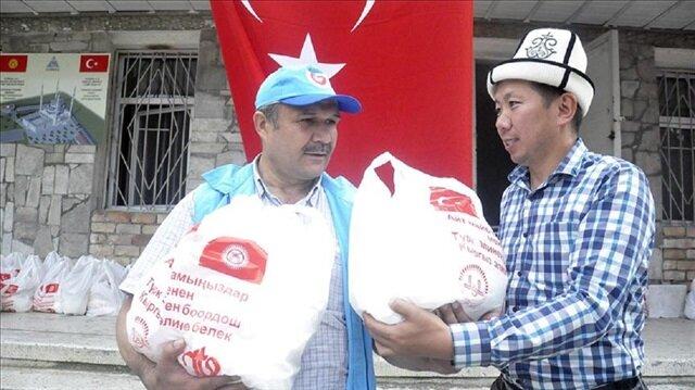 """  """"الديانة التركي"""" يوزع طرود غذائية على 300 أسرة في قرغيزيا"""