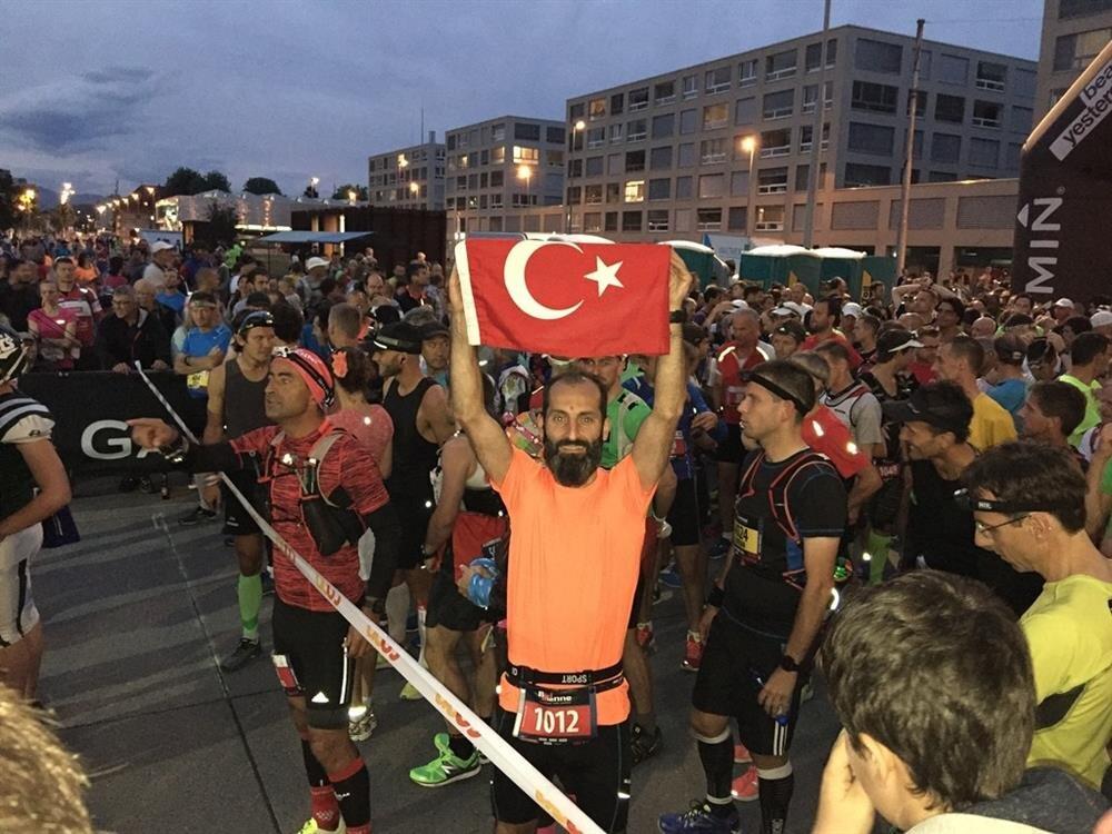 Biel Maraton koşusuna katılan ilk Türk olan Necati Cumalı'ya büyük ilgi gösterildi.