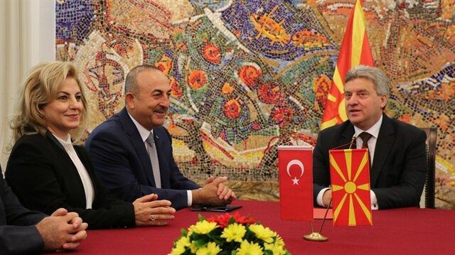 جاويش أوغلو يلتقي الرئيس المقدوني في سكوبيه