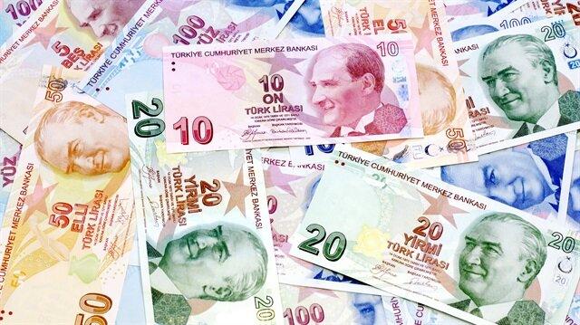 En düşük emekli maaşının asgari ücret kadar olması gündemde. 1.404 liranın altındaki tüm maaşlara zam gelecek. 878 liralık SSK maaşı 526 lira, 998 liralık Bağ-Kur maaşı ise 406 lira artacak.