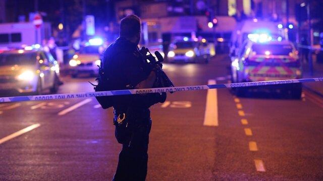 Londra'da bir kişi aracını yayaların üzerine sürdü