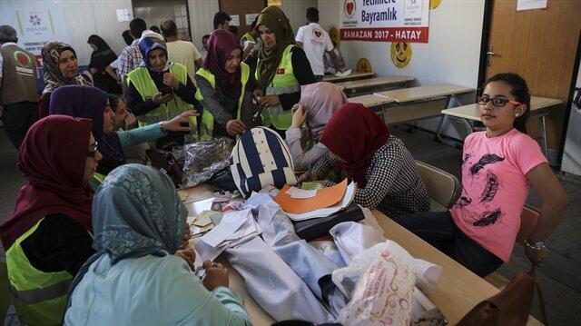 جمعية تركية توزع ملابس العيد على 400 يتيم تركي وسوري في هطاي