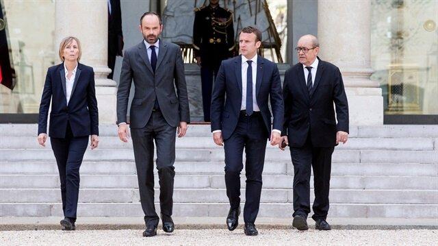 Fransa'da kabine istifalarla sarsılıyor