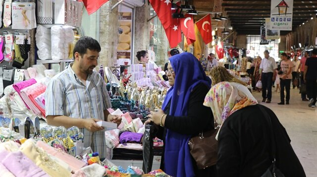 الأسواق العثمانية القديمة في تركيا تشهد ازدحاما قبيل عيد الفطر