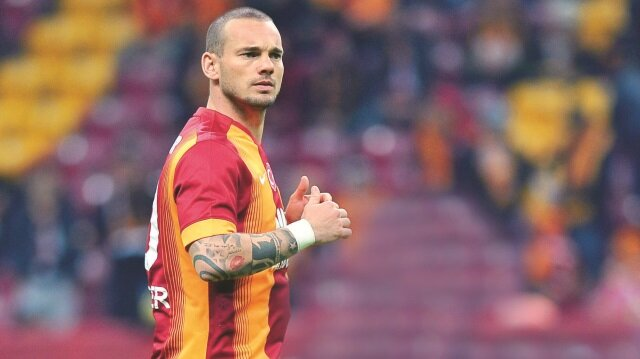 Wesley Sneijder resti çekti
