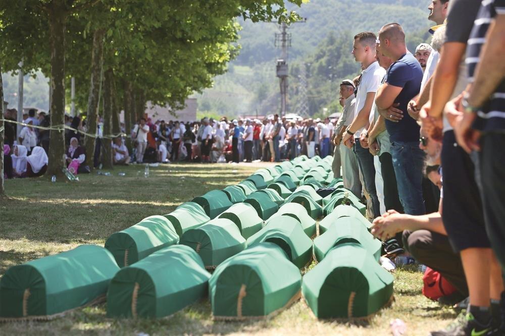 İkinci Dünya Savaşı'ndan sonraki en büyük soykırımın kurbanları 22. yılında anıldı.
