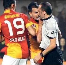 34 yaşındaki Engin Baytar, Galatasaray'da forma giydiği dönemde agresif tavırlarıyla dikkat çekmişti.