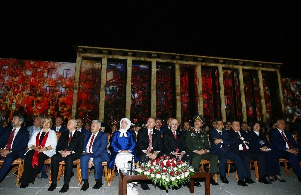 TBMM'de düzenlenen 15 Temmuz anma törenine Meclis Başkanı İsmail Kahraman, MHP lideri Devlet Bahçeli ve çok sayıda milletvekili katıldı.