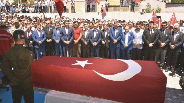 Torul ilçesinde düzenlenen cenaze törenin ardından şehidin naaşı Demirkapı köyünde toprağa verildi.