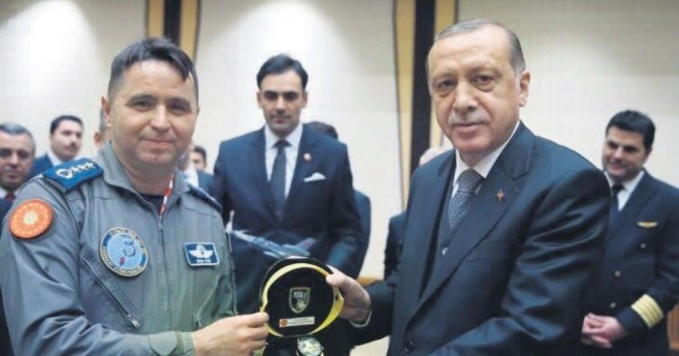 Dünya Pilotlar Günü'nde Cumhurbaşkanlığı Külliyesi'nde Erdoğan tarafından kabul edilmişti.