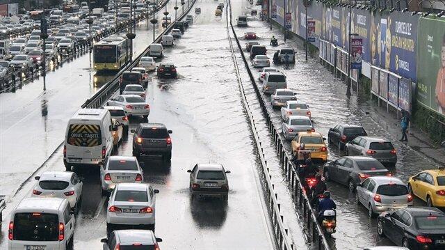 İstanbul'da sağanak yağış etkili oldu.
