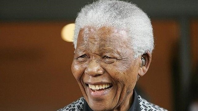 Publisher withdraws Mandela book off shelves