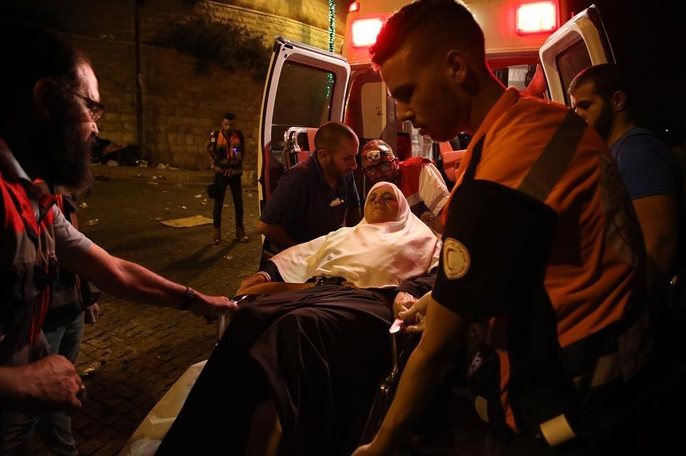 Jew Detector: Israeli Police Attack Muslim Worshippers During Prayer