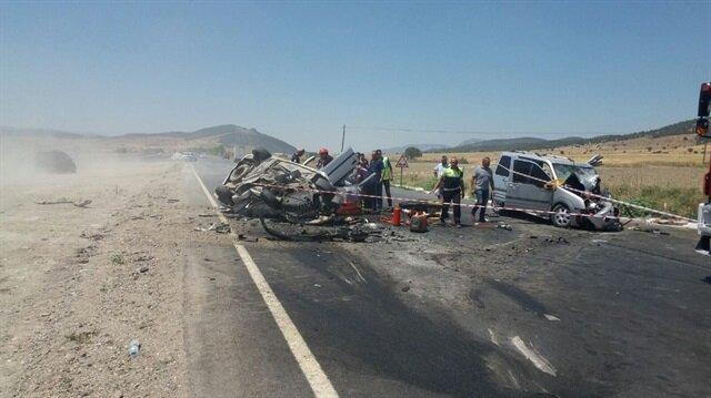 Kazada 1 kişi hayatını kaybederken, yaralılar hastaneye sevk edildi.
