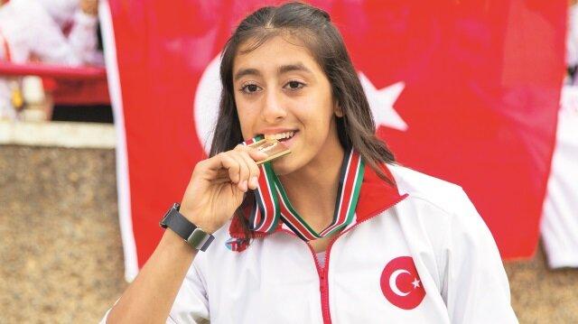 12-17 Temmuz tarihlerinde Kenya'da düzenlenen Dünya Yıldızlar Atletizm Şampiyonası'nda 100 metrede altın madalya kazanan milli atlet Mizgin Ay, 11.62'lik derecesiyle dünya şampiyonluğu elde etti.
