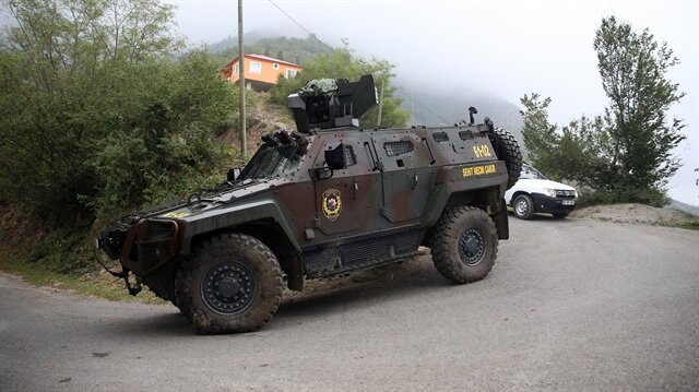Bölgeye çok sayıda güvenlik görevlisi sevk edildi.