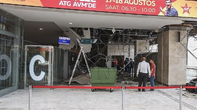 Polis, tavanda yaşanan çökmenin ardından çevrede güvenlik önlemi aldı.