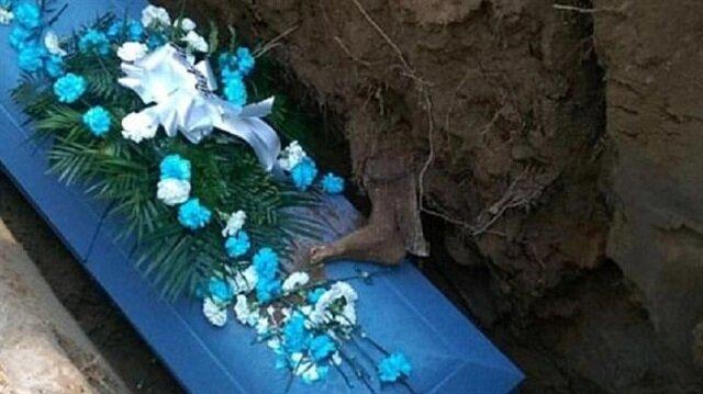 Cenazede akıl almaz bir olay yaşandı.